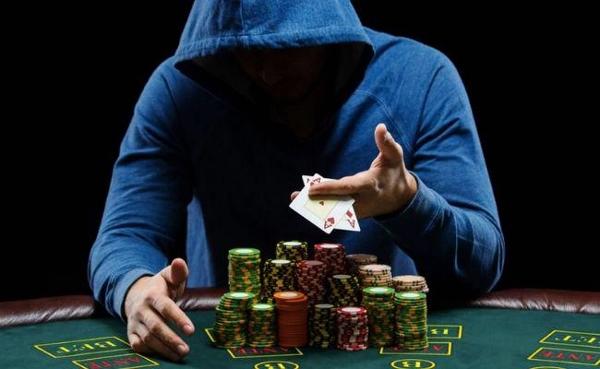 un joueur de poker peut jouer plus facilement au blackjack